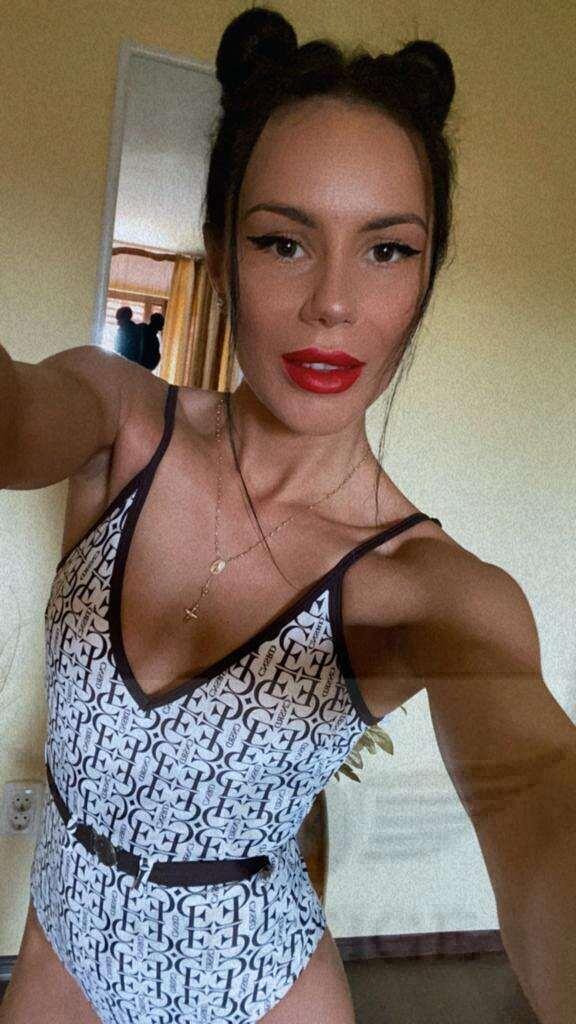 Selfie of young escort Lelita