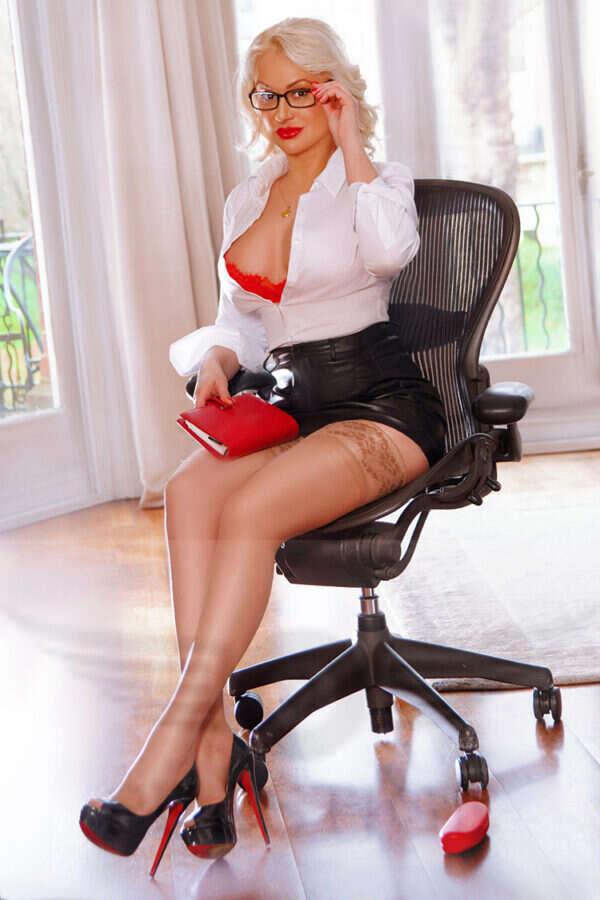 Escort Marilyn 18 600x900 - Marilyn £200+ 27Yrs Paddington Escort London