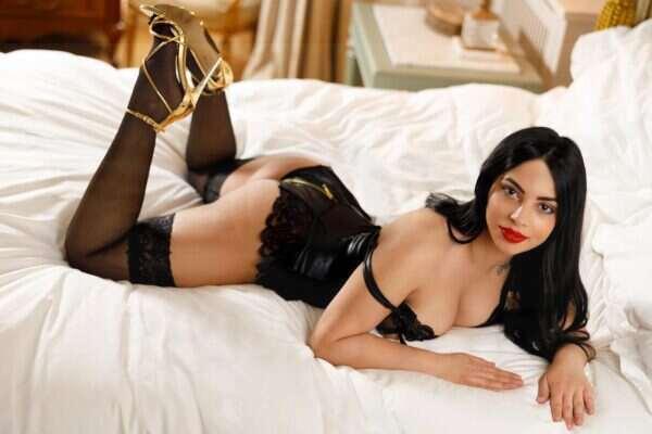 Escort Cindy 7 600x400 - Cindy £200 20YRS Paddington Escort London